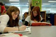 dwie uczące się uczennice