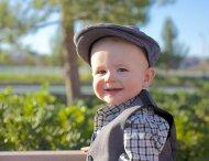 elegancki mały chłopiec