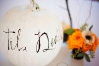 biała dynia na halloween